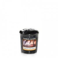 Dišeča svečka Yankee Candle - Black Coconut
