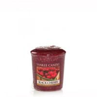 Dišeča svečka Yankee Candle - Black Cherry